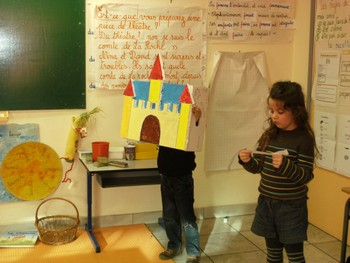 Préparation de la représentation du Château qui a le hoquet.