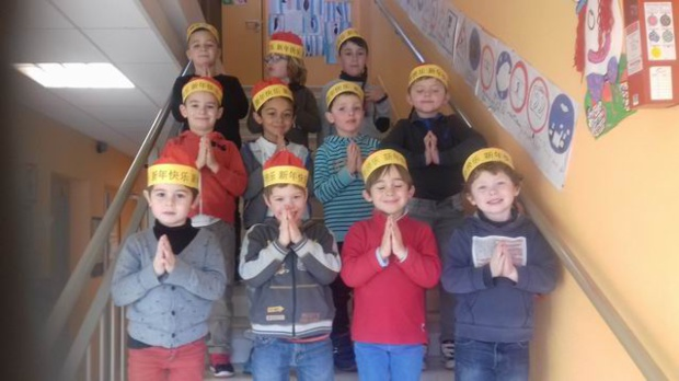 Des chapeaux chinois pour les garçons