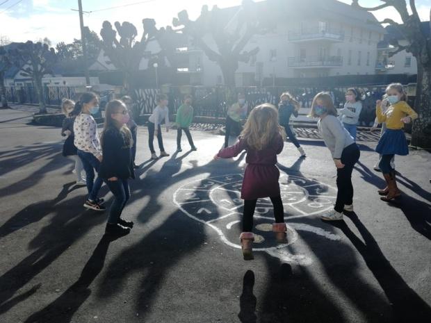 Dansons pour le carnaval de l'école