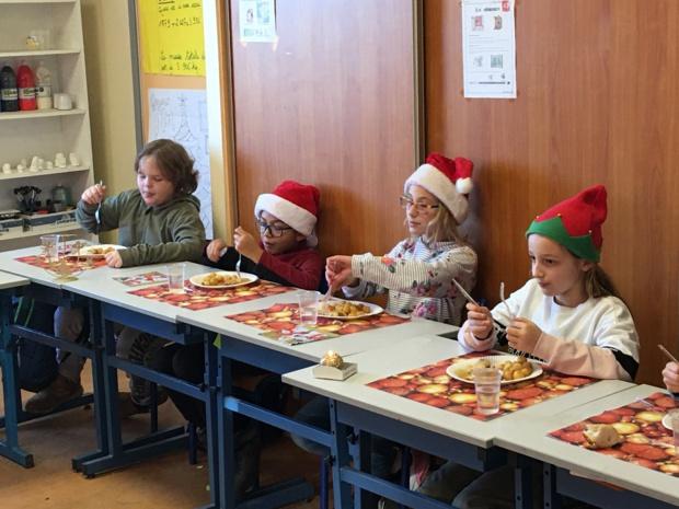 Le repas et le film de Noël ( Article rédigé lors des ateliers d'écriture par Gabin, Camille,Léopold et Anthony)