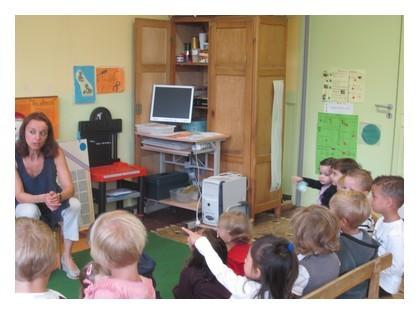 Notre maîtresse s'appelle Catherine Roussel et notre aide maternelle c'est Marlène.