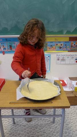 Piquer la pâte avec une fourchette.