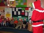 Ecole Sacre Ceur, Ouistreham, visite du Père Noël, les enfants chantent