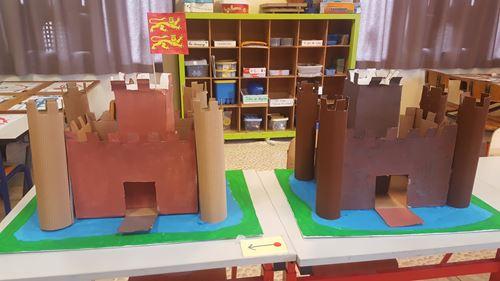 Les GS fabriquent 2 châteaux forts