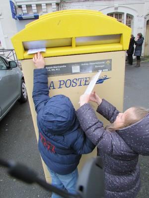 Une lettre à la poste!