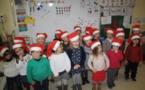 Les élèves de la classe des petits moyens vous souhaitent de JOYEUSES FETES DE FIN D'ANNEE :