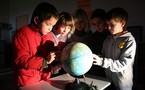 En sciences, les CE2 ont étudié la rotation de la Terre, le jour, la nuit et les 24 heures de la journée