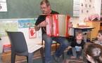 Un accordéoniste dans la classe