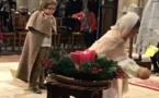 Les temps forts de Noël pour les CM1/CM2 : la célébration et sa crèche, le repas de Noël et la séance de cinéma.