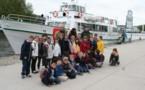 La classe de CE1/CE2 navigue sur le canal