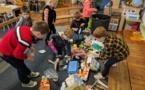 """Les maternelles se préparent pour """"Nettoyer la nature""""!"""